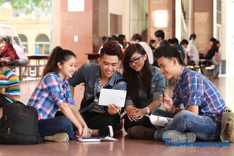 Chương trình học của trường Dân lập đa dạng và có tính hướng ngoại nhiều hơn