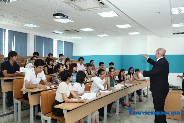 Bằng đại học chính quy và tại chức có gì khác nhau?